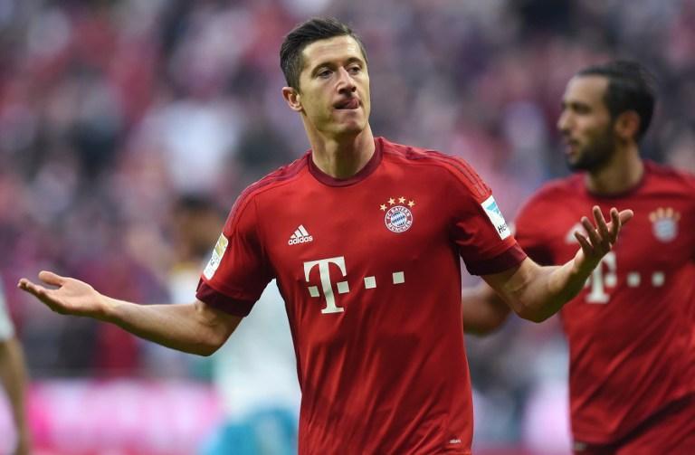 Lewandowski double puts Bayern 10 points clear